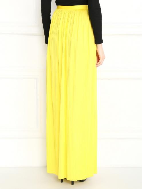 Плиссированная юбка-макси с металлической фурнитурой - Модель Верх-Низ1