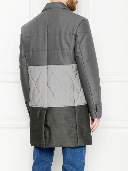 Утепленное пальто с контрастной вставкой  - МодельВерхНиз1