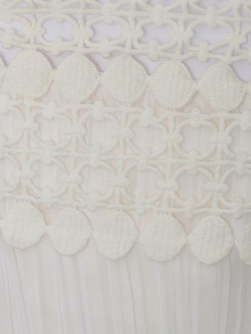 Платье из шелка с плиссировкой и кружевными вставками - Деталь