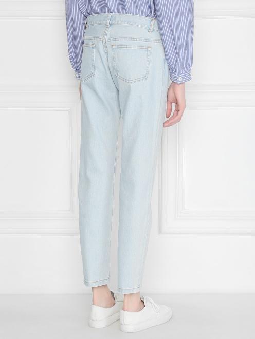 Укороченные джинсы из светлого денима - МодельВерхНиз1
