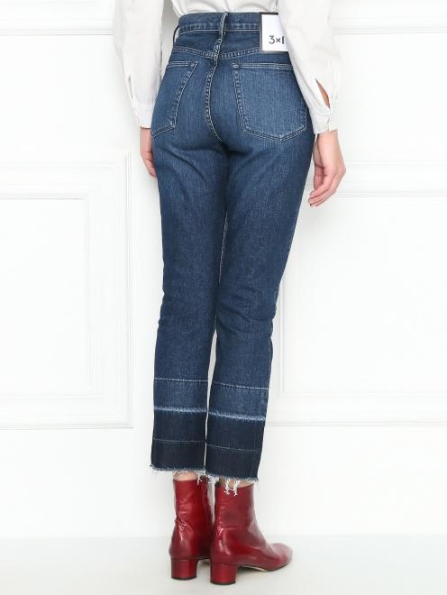 Укороченные джинсы с бахромой - МодельВерхНиз1
