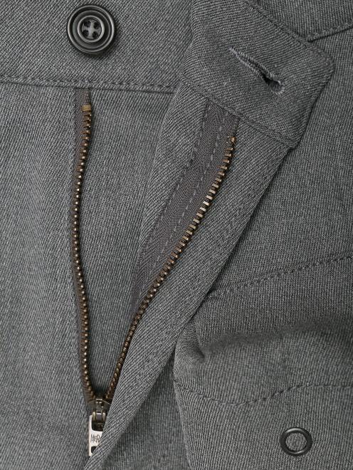 Брюки из смешанной шерсти с накладными карманами  - Деталь
