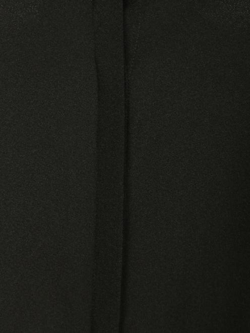 Блуза из шелка с вырезом в плечах - Деталь