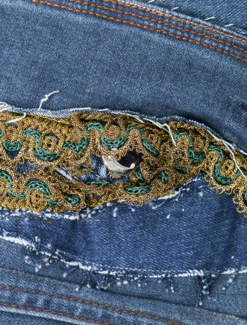 Жилет из денима с вышивкой и аппликацией - Деталь1