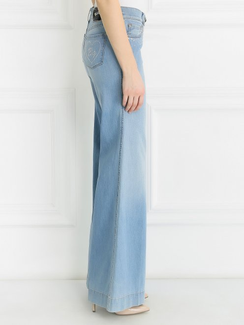 Широкие джинсы из светлого денима с декоративной отделкой  - Модель Верх-Низ1